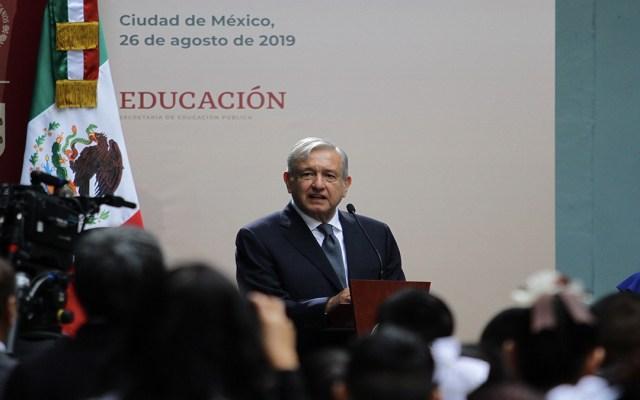"""""""Siempre vamos a respetar a nuestras maestras y maestros"""": López Obrador - lópez obrador ciclo escolar respeto maestros"""