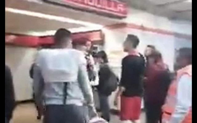 #Video Estudiantes retienen a presunto delincuente en Metro Lindavista - Metro Lindavista estudiantes delincuente