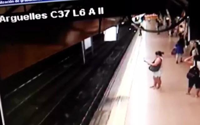 #Video Brasileño empuja a las vías a joven en Metro de Madrid - metro Madrid