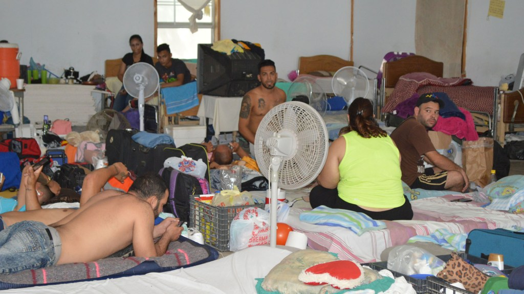 CNDH advierte consecuencias del aumento de solicitudes de refugio - Migrantes en albergue de Reynosa, Tamaulipas. Foto de Notimex