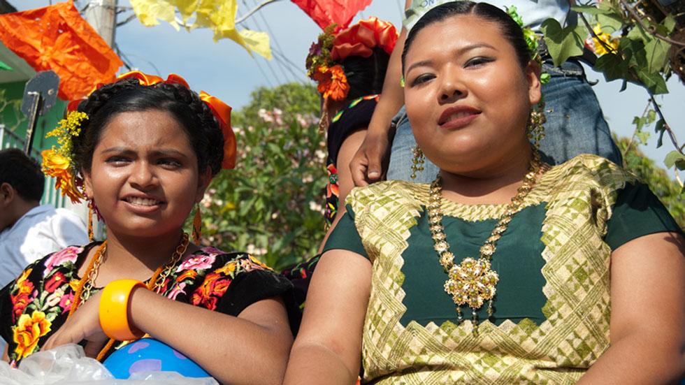 Instruyen a Presidencia entregar currículos del gabinete en zapoteco - Mujeres indígenas del pueblo zapoteco del Istmo de Tehuantepec. Foto de INPI