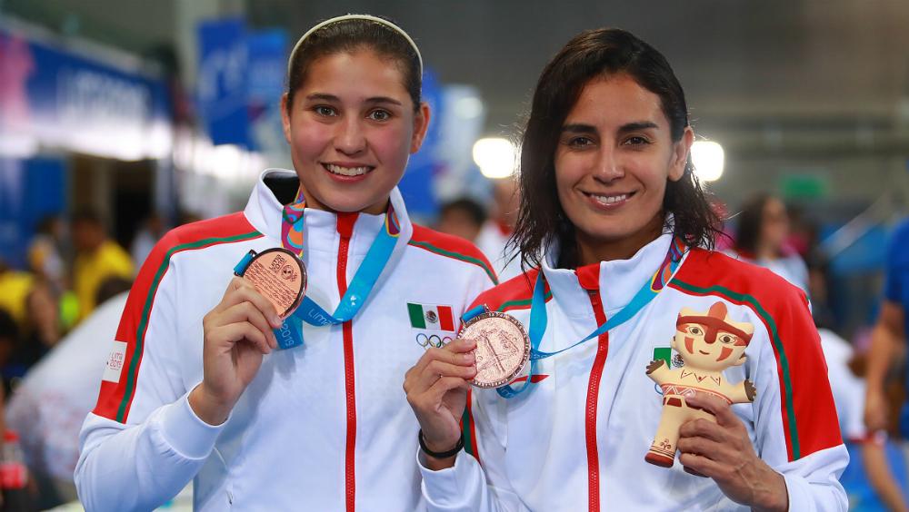 Paola Espinosa y Dolores Hernández se cuelgan bronce en Lima 2019 - Foto de Notimex