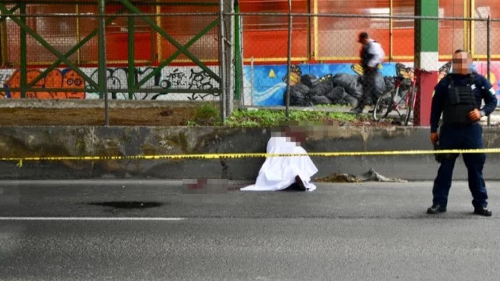 Presunto asaltante linchado frente a Metro Río de los Remedios. Foto de El Gráfico