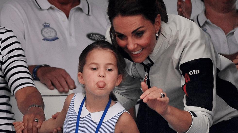 #Video Princesa Charlotte enseña la lengua a asistentes a regata - Foto de EFE