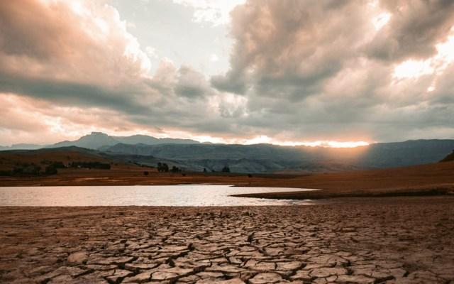 El Niño se debilita en Centroamérica y pasará a fase neutra en octubre - El Niño ocurre como consecuencia del calentamiento anormal del Océano Pacífico, prolongando la temporada seca y disminuyendo a niveles mínimos las lluvias/imagen ilustrativa. Foto de @redcharlie para Unsplash