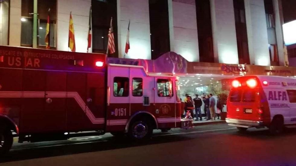 Ecuatorianos se quedan atrapados en elevador de hotel de la CDMX - Servicios de emergencia afuera de hotel de la CDMX. Foto de Excélsior