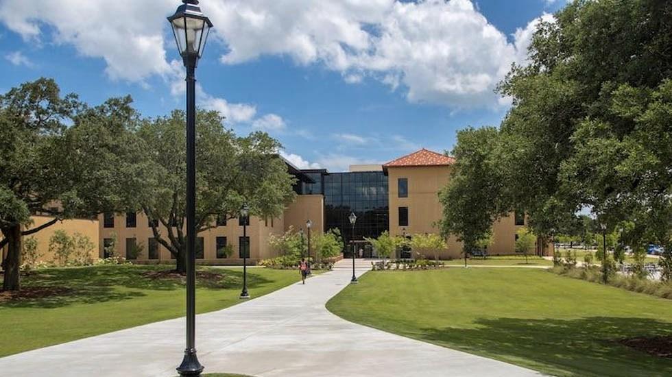 LSU descarta amenazas tras presunto ingreso de sujeto armado al campus - Universidad Estatal de Louisiana