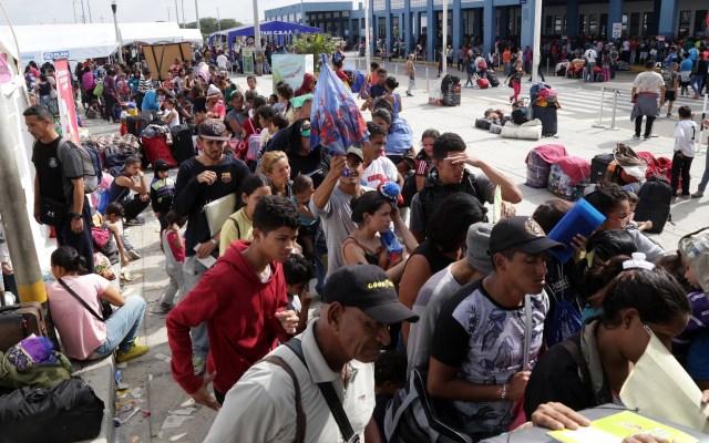 Muertes de migrantes en América aumentan 33 por ciento - Venezolanos intentando ingresar a Perú por la frontera norte con Ecuador. Foto de EFE