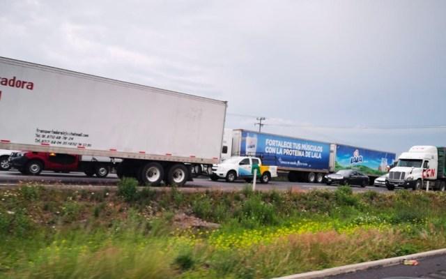 #Videos Cientos de personas continúan varadas en la autopista Qro-México - Foto de López-Dóriga Digital.