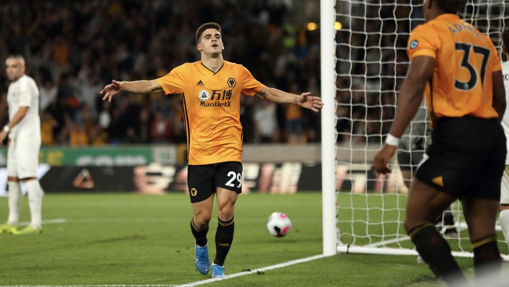 Repiten dosis goleadora; Wolves avanza a la Europa League