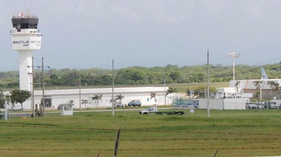 Avión privado aterriza de emergencia en aeropuerto de Minatitlán - Aterriza de emergencia aeronave en aeropuerto de Minatitlán