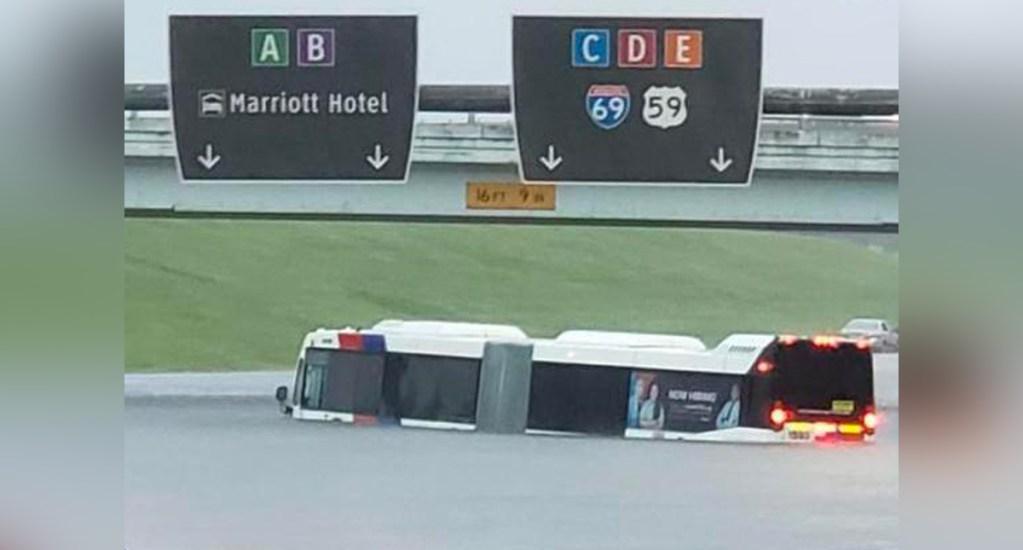 Cierra el aeropuerto de Houston por el paso de Imelda. Noticias en tiempo real