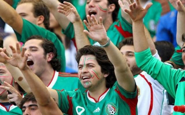 Advierten castigos más severos por gritos homofóbicos en estadios - Aficionados mexicanos en grito homofóbico. Foto de OEM