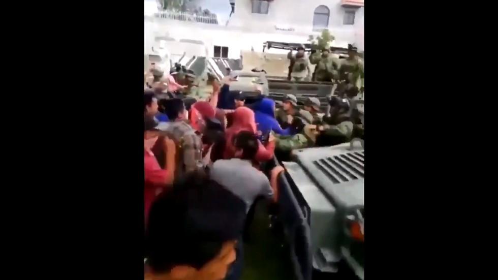 #Video Agreden a militares para recuperar bodega en Puebla. Noticias en tiempo real