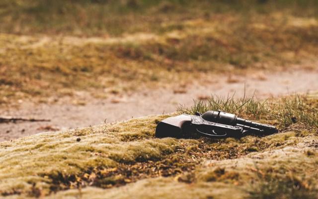 Emboscada deja cinco policías muertos en Sierra Sur de Oaxaca - Arma escena del crimen predio violencia Nuevo León
