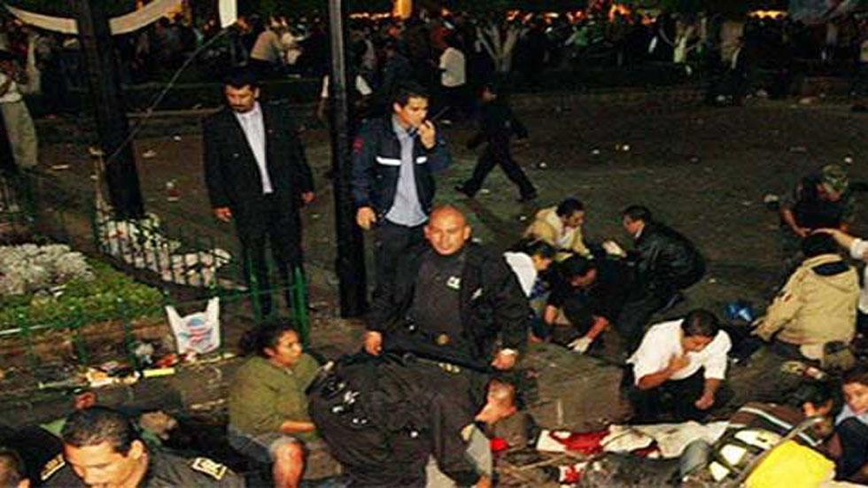 Atención a heridos por 'granadazos' en Grito de Independencia en Morelia. Foto Especial / Archivo