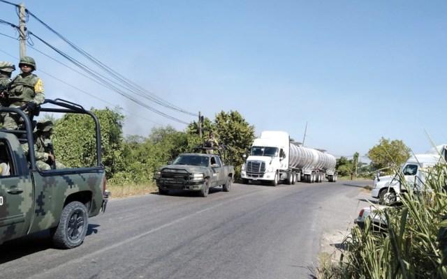 Militares escoltan 46 autotanques con combustible en Tabasco - autotanques combustible tabasco
