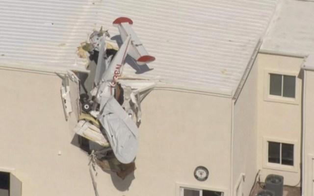 Avión se estrella contra edificio en aeropuerto de Arizona - Foto de Twitter