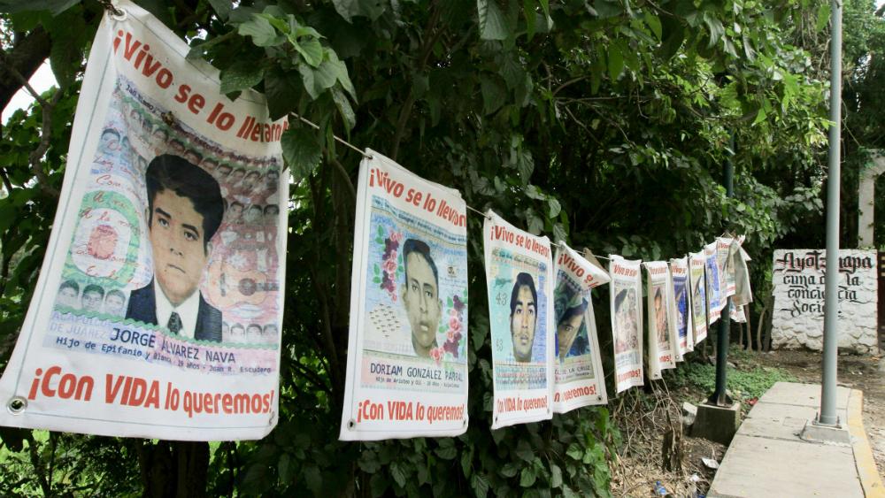 No se puede dar por concluida investigación del Caso Ayotzinapa: AMLO - Ayotzinapa normalistas 43
