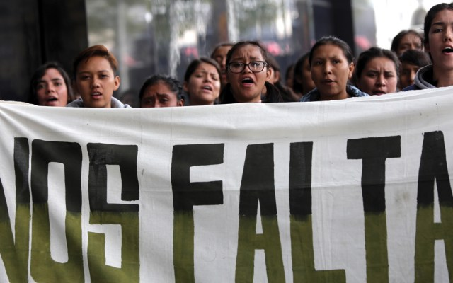 A cinco años de la desaparición de los normalistas de Ayotzinapa - En la foto, una marcha por los normalistas de Ayotzinapa. Foto de EFE