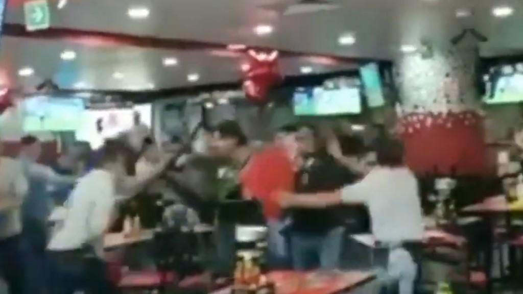 #Video Desatan batalla campal para no pagar la cuenta - Batalla campal en La BTK de Perinorte. Captura de pantalla