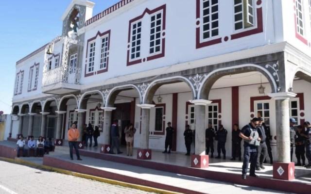 Retienen a policías municipales en Puebla - Foto de @Mau_Jimenz