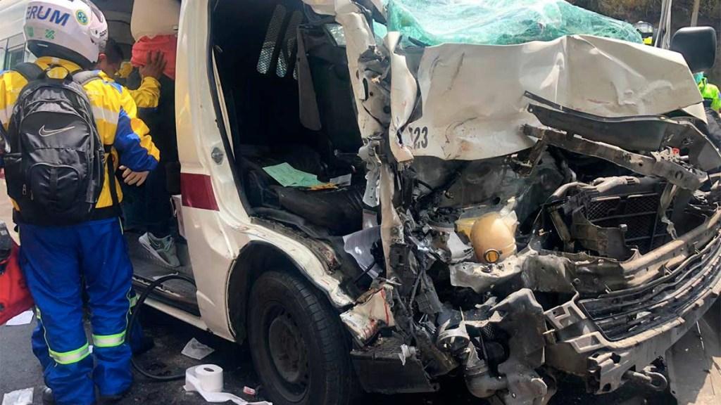 Choque de combi en la autopista México-Pachuca deja 10 lesionados. Noticias en tiempo real