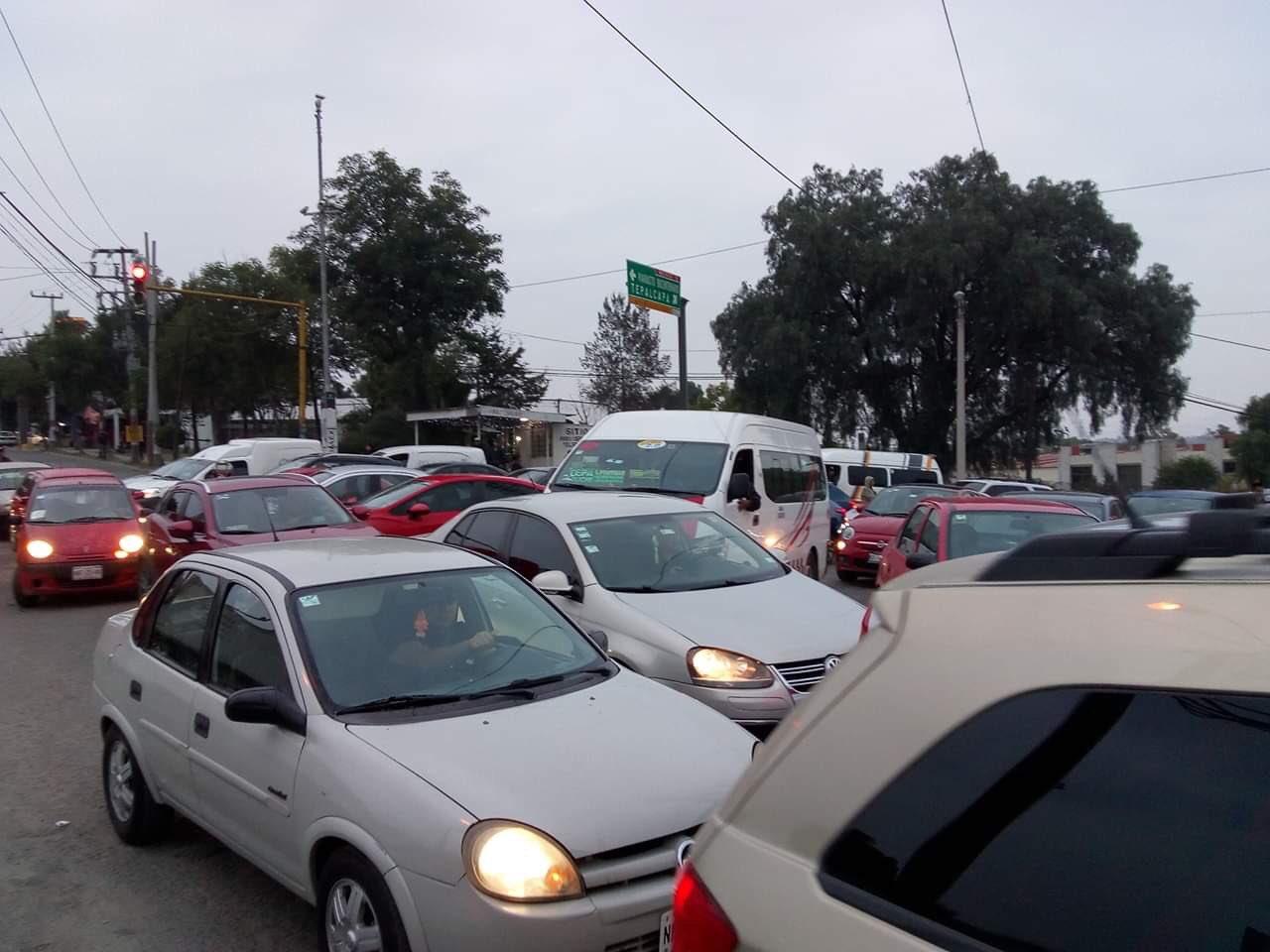 Accidente provoca caos vial en la México-Querétaro