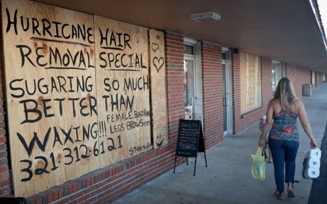 Impacto del huracán Dorian en Florida es cuestión de kilómetros - Ciudadanos de Florida cierran negocios y casas ante el huracán Dorian. Foto de El País
