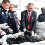 Decomisan 12 toneladas de cocaína en sacos de carbón en Malasia
