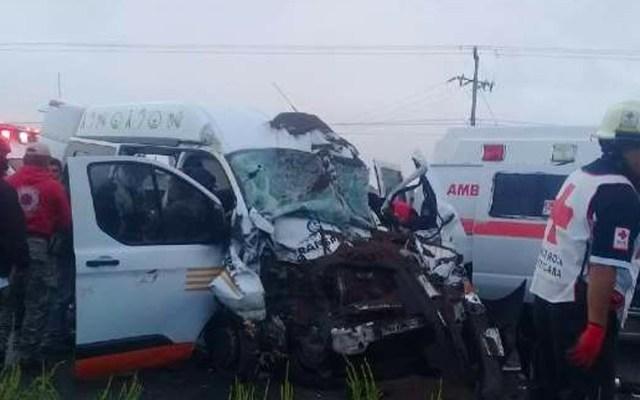 Choque de camioneta del DIF contra camión deja tres muertos en Hidalgo - Choca camioneta del DIF