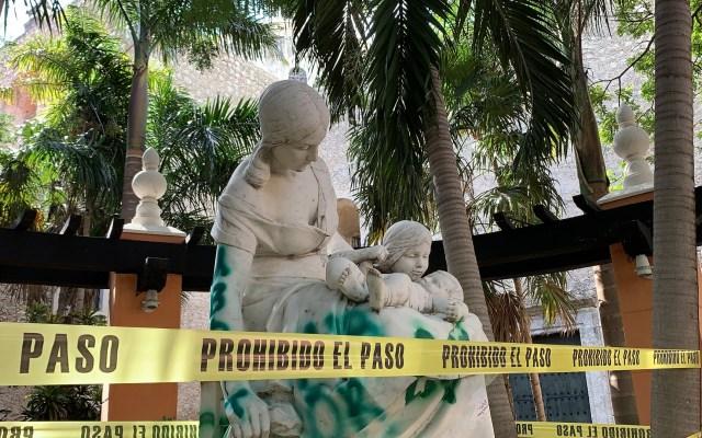 Demandan a mujeres por vandalizar Monumento a la Maternidad en Mérida - Daños al Monumento a la Maternidad de Mérida. Foto de @ConAcento_not