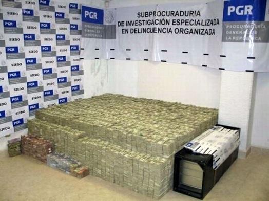 Dinero confiscado al empresario chino-mexicano. Foto de PGR