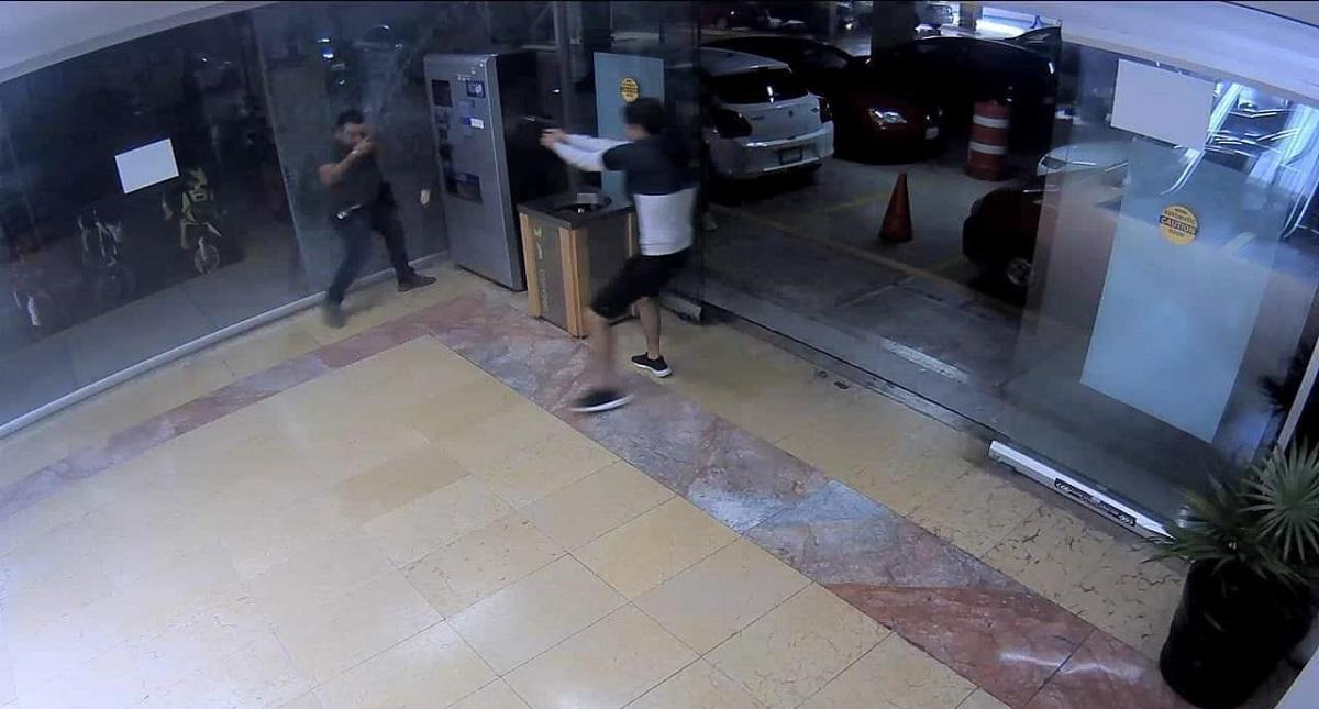 Asesinan a quemarropa a hombre en Plaza Bugambilias de Cuernavaca