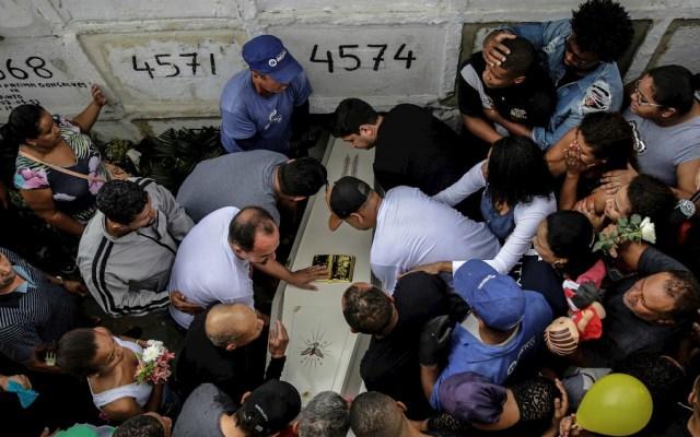Muerte de niña en Río de Janeiro cuestiona política de seguridad y ley de Bolsonaro - Foto de EFE