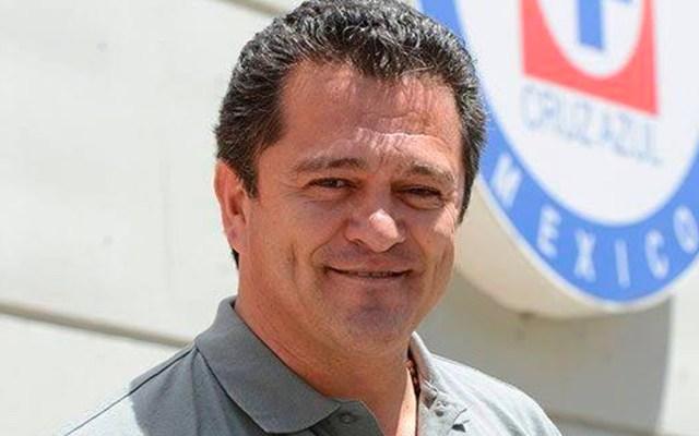 Hermosillo arremete contra directivo de Cruz Azul y defiende a Peláez - Carlos Hermosillo