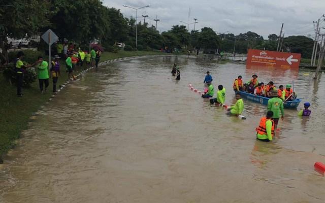 Inundaciones suman 33 muertos al norte de Tailandia - Inundación en Tailandia. Foto de @allnightaround