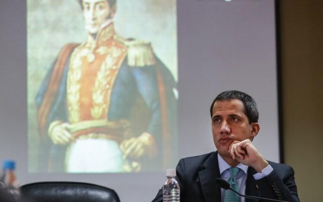 Régimen de Maduro denuncia a Juan Guaidó por traición a la patria - Foto de EFE
