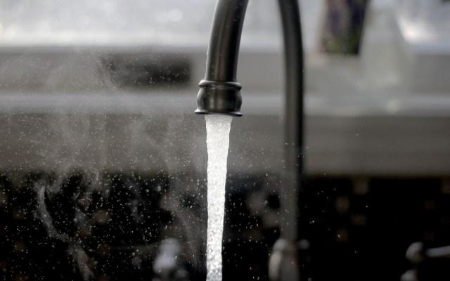 Una tragedia el manejo del agua en México: Semarnat - Llave del agua. Foto de Imani / Unsplash