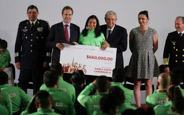 Atletas parapanamericanos reciben estímulos presidenciales - Foto de Notimex