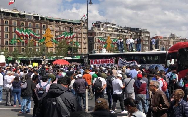 Amagan transportistas con nueva protesta para el 17 de septiembre; permanecen en el Zócalo - Manifestación de transportistas en el Zócalo. Foto de LDD
