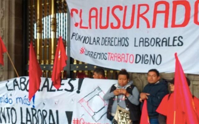 Manifestantes realizan cierre simbólico en el Antiguo Palacio del Ayuntamiento - manifestantes antiguo palacio del ayuntamiento