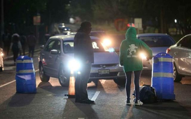 Jóvenes bloquean acceso a la Facultad de Ciencias Políticas de la UNAM - manifestantes unam facultad de ciencias políticas