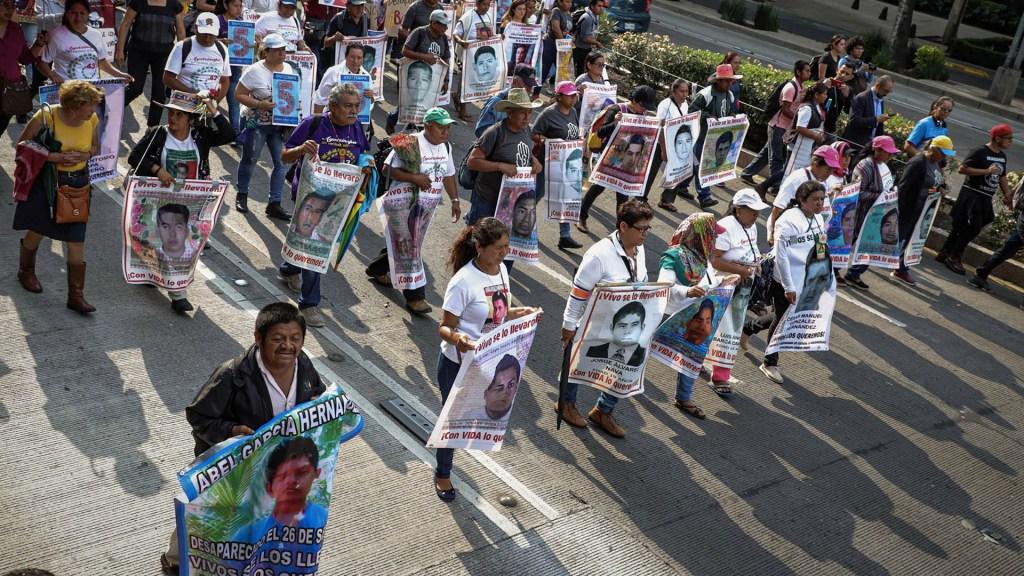Identifican los restos de Christian Alfonso Rodríguez, uno de los 43 normalistas desaparecidos de Ayotzinapa - Marcha Normalistas ayotzinapa padres cinco años