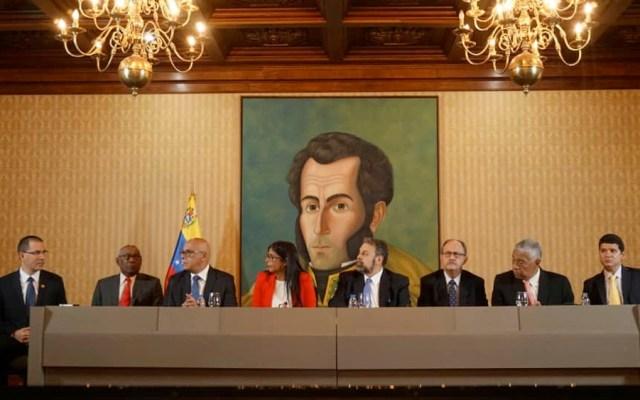 Gobierno de Venezuela y sector opositor presentan mesa de diálogo - mesa dialogo venezuela