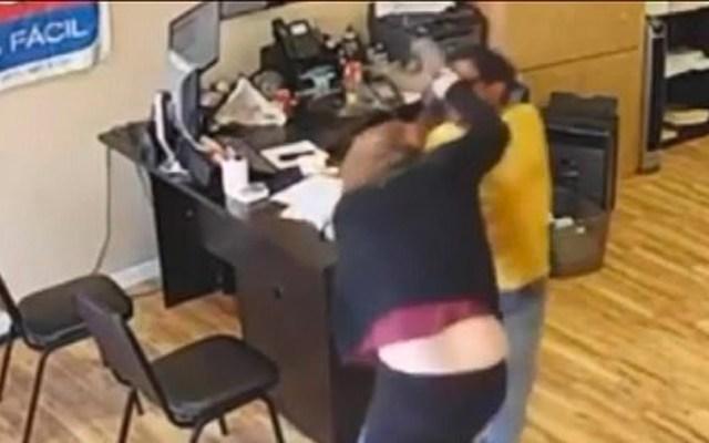 #Video Mujer enfrenta a ladrón armado en California - mujer enfrenta a ladrón