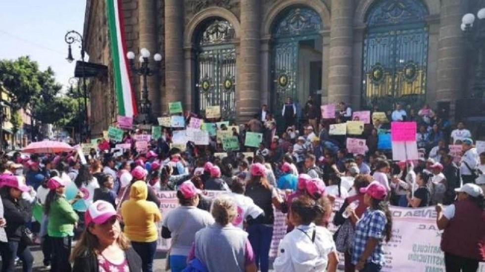 Mujeres comerciantes protestan en el Congreso de la CDMX - Mujeres comerciantes en el Congreso de la CDMX. Foto de @NoticiasMXP