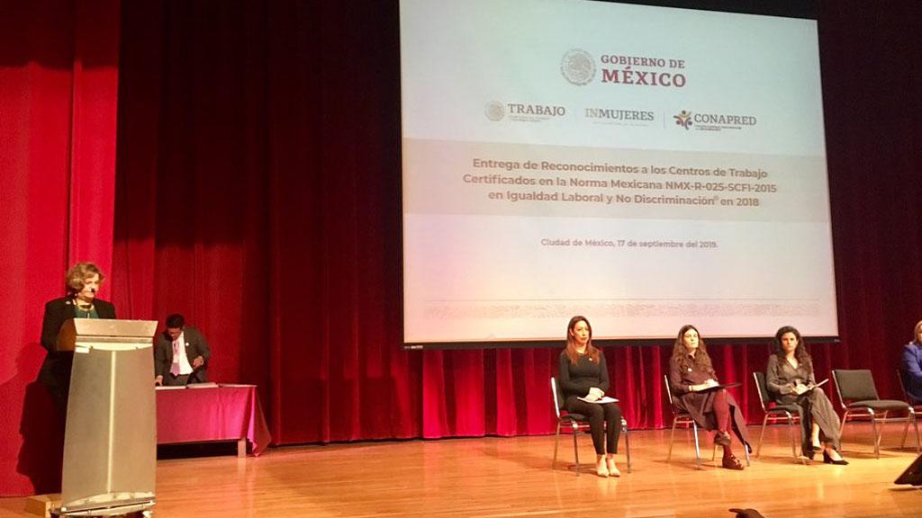 Nadine Gasman en entrega de reconocimientos por Igualdad Laboral. Foto de @inmujeres