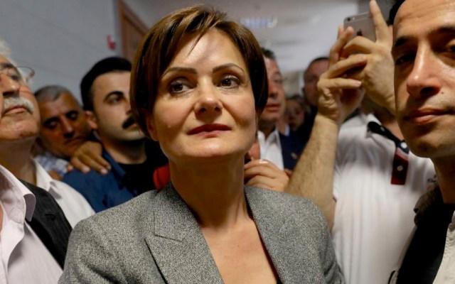 Condenan a nueve años de cárcel a opositora turca por difamar a Erdogan - opositora turca Erdogan