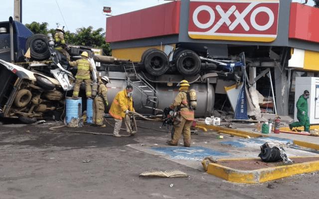 #Video Pipa se impacta contra Oxxo en Jalisco - Foto de Protección Civil Jalisco
